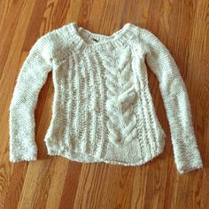 Free People Made in Italy Cableknit Sweater S Free People Made in Italy Cableknit Sweater, size small. Wool, mohair, and acrylic blend. Worn once or twice, excellent condition. Free People Sweaters Crew & Scoop Necks