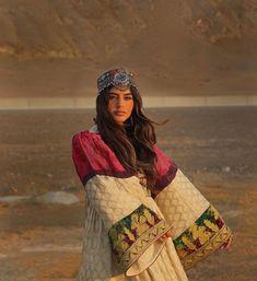 Beautiful Pakistani Dresses, Pakistani Dresses Casual, Afghanistan Culture, Afghani Clothes, Arabian Women, Afghan Girl, Afghan Dresses, Portraits, Cute Casual Outfits