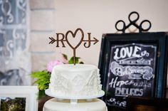 The details! Romantic Wedding Decor, Luxury Wedding Cake, Wedding Cakes, Wedding Decorations, Savannah, Birthday Cake, Weddings, Desserts, Photography