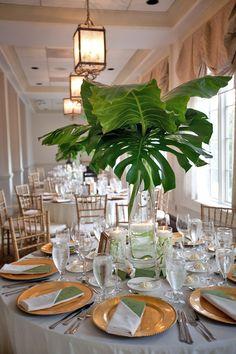 (C) Paper Antler Une décoration de table «en hauteur» a plus d'un avantage. Elle permet de créer une vrai mise en scène de votre salle, tente, ou autre lieu de réception lorsque vous ne pouvez pas rien accrocher au plafond, sans gâcher la «vue» et la conversation des convives autour de la table. Et en …