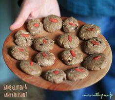 La recette de cookies crus aux amandes et noisettes. De délicieux biscuits sans gluten, à réaliser en quelques minutes et qui ne demandent aucune cuisson !!