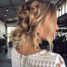 La cérémonie n'est pas pour demain mais pourtant vous commencez déjà à réfléchir à la manière dont vous allez vous coiffer... Besoin d'une idée ?