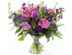 Bloemenweelde  Mooi wild boeket van diverse blauwe, paarse en roze bloemen zoals agaphantus, rozen, duizendschoon, campanula, violier, eustoma en groenmateriaal.Verkrijgbaar bij www.bloemenweelde-amsterdam.nl