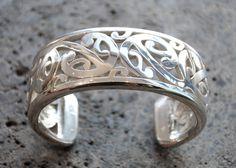 Toi Te Rangiuaia Kura Gallery Maori Art Design Aotearoa New Zealand Ikonz Paora Stirling Silver Mangopare Cuff Jewelry Box, Jewelery, Silver Jewelry, Polynesian Art, Polynesian Tattoos, New Zealand Jewellery, Maori Patterns, Maori Designs, Rings N Things