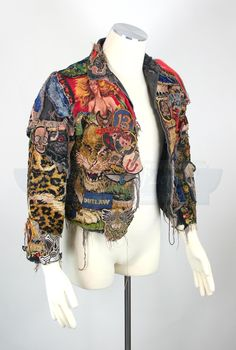 Alas, the mystical and gorgeously elaborated jacket worn by Alex Winter in his performance as Marko in The Lost Boys has been sold. No idea how much it cost, but it can't have been enough. Lost Boys, The (via Super Punch) Punk Fashion, Diy Fashion, Fashion Design, Diy Clothing, Custom Clothes, Jean 1, Alex Winter, Punk Jackets, Denim Jackets