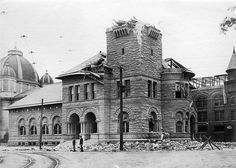 San Jose Post Office.    Damage to San Jose Post Office following the 1906 Earthquake. This building is now part of the San Jose Museum of Art.    Collection: Historic Photograph Collection (SJPL California Room).  Date: April 1906