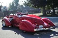 The Auburn Speedster was used as the launching platform for a line of high-priced luxury cars. Old Classic Cars, Classic Trucks, Classy Cars, Sexy Cars, Auburn Car, Automobile Companies, Vw Vintage, Classic Motors, Old Trucks