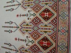 Cross Stitch Embroidery, Hand Embroidery, Greek Traditional Dress, Beaded Crafts, Japanese Embroidery, Pajama Party, Bohemian Rug, Vw, Wedding Dress