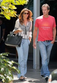 Cindy Crawford y Rande Gerber Richard Gere, Cindy Crawford Family, Cindy Crowford, Kaia Crawford, Rande Gerber, Jeans Claro, Cool Outfits, Fashion Outfits, Beautiful Couple