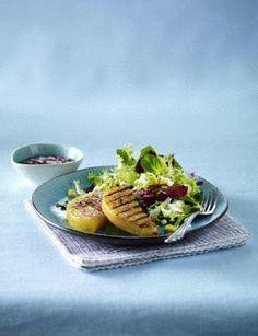 Steckrüben-Steaks mit Salsa und Salat