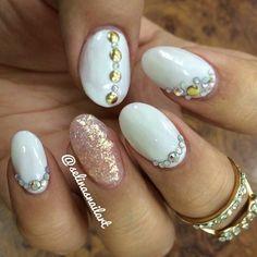 White and pink glitter rhinestone nailart #nailart #nails #white #pink #glitter #rhinestone
