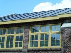 Plastic dak met zink-lok: Zinklook voor pvc-dak stoomketelfabriek - Bouwwereld.nl