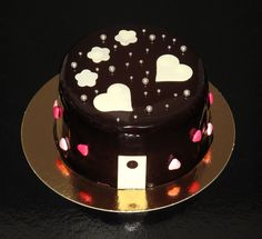 Moist chocolate cake www.ricapasteleria.com