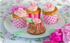 Rosenlikör und Rosen-Cupcakes oder kleine Gugls