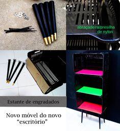 http://www.acasaqueaminhavoqueria.com/2012/11/minha-estante-de-engradados-e-o-pontape-para-decoracao-do-home-office/