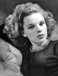 I know she is somewhere over the rainbow ❤️ #judygarland #diva #pretty #talented