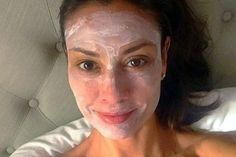 У этой 54-летней женщины нет ни глубоких морщин, ни обвисшей кожи. Маски из крахмала сохранят молодость!