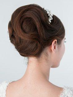 ティアラと夜会巻きで上品かつ大人っぽい雰囲気を演出/Back ... Evening Hairstyles, Bride Hairstyles, Special Occasion Hairstyles, Hair Comb, Updos, Bridal Hair, Hair Beauty, Hair Styles, Big Bun