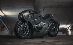 Russia motorcycle customizers Ziller's Garage has been modifying a BMW touring bike, and got it ready in time for the Motovesna International Motor Show, which was of Moto Custom, Custom Bmw, Custom Cafe Racer, Bmw Logo, Bmw I8, Harley Davidson, Honda Cbx, Custom Trikes, Luxury Sports Cars