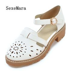 SEXEMARA 2017 Metal Buckle Hollow Sandals Woman Girl Rubber Sole Round Head Square Heel Summer Fashion Women Sandals Large Size