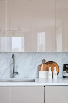 Modern Cabinets for Kitchen Inspirational Kitchen Cabinet Design Ideas for Your forever Home [stylish High Gloss Kitchen Cabinets, Glossy Kitchen, Beige Kitchen, Wooden Kitchen Cabinets, Modern Cabinets, Upper Cabinets, Distressed Kitchen, Green Kitchen, Bathroom Cabinets