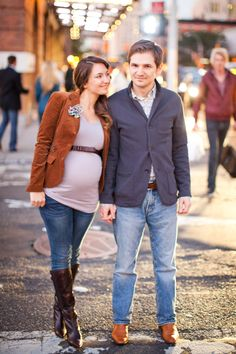 Fall maternity session in the city