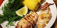 Calamari marinati la grill cu salata si porumb. Calamari, Seafood, Grilling, Vegetables, Sea Food, Crickets, Vegetable Recipes, Octopus, Veggies