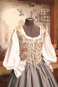 Renaissance Wench Bodice Skirt Medieval Corset Maiden Dress Princess Costume --- for the inn-keepers wife in Robin Hood :D Renaissance Pirate Costume, Renaissance Costume, Renaissance Clothing, Renaissance Fashion, Renaissance Fair, Larp, Fair Outfits, Old Dresses, Medieval Dress