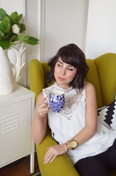 lovely lace blouse with a vintage collar, but doesn't ship to the us :, (