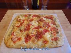 Focaccia in pastella con pomodoro fresco