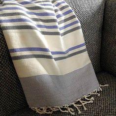 Fouta tunisienne de plage chevron - ADGArt Table Linens, Towels, Chevron, Bathrooms, France, Blanket, Ring, Crochet, Beach
