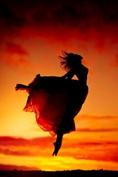 A fun image sharing community. Explore amazing art and photography and share your own visual inspiration! Silhouette Photography, Dance Photography, Creative Photography, Cool Photos, Beautiful Pictures, Belly Dancing Classes, Dance Poses, Dance Pictures, Photoshoot