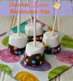 Super easy and fast last minute Easter treat idea - Chocolate #Easter Marshmallow Pops from Outnumbered 3 to 1