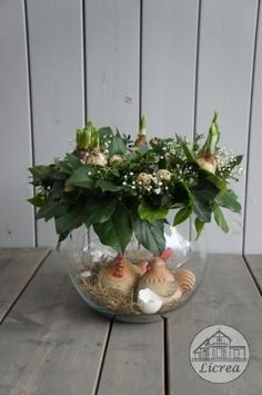 How to make a nest in 5 easy steps! Easter Flower Arrangements, Easter Flowers, Spring Flowers, Floral Arrangements, Easter Table, Easter Eggs, Easter 2018, Egg Carton Crafts, Painted Mason Jars