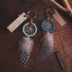 EcoDesignProject auf Etsy | Dreamcatcher Schlüsselanhänger mit recycelten Garn, Upcycled, Guinea-Federn, Indianer, Farbe Option, Hippie, boho