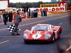Dan Gurneys win at 1967 Le Mans with his bubble roof ( he was a tall man) Ford Gt40, Sports Car Racing, Drag Racing, Race Cars, Auto Racing, Classic Motors, Classic Cars, Aston Martin, Ferrari