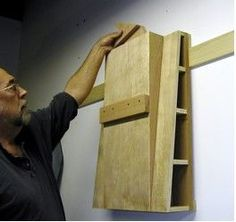 Building a shooting board: It is hip to be square - WoodWorking Japanese Woodworking, Unique Woodworking, Woodworking Hand Tools, Woodworking Workshop, Easy Woodworking Projects, Woodworking Tools, Wood Projects, Shooting Board Woodworking, Wood Jig