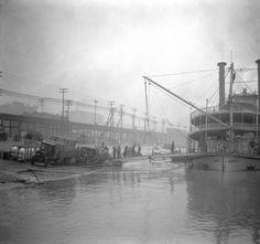 Steamer Queen City, Louisville, Kentucky, 1923. :: Caufield & Shook Collection