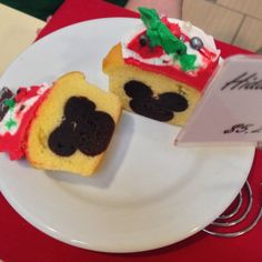 My nephew would love this! How To Make Disney's Hidden Mickey Cupcakes