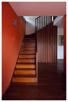 wall becomes balustrade - neat detail but again the simplicity of the stair rail is key Timber Handrail, Timber Stair, Stairs And Staircase, Staircase Design, Staircases, Straight Stairs, Living Room Partition, Urban Apartment, Stair Detail