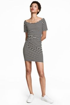 Short, fitted off-the-shoulder dress in jersey with short raglan sleeves. H&m Fashion, Fashion Online, Off The Shoulder, Shoulder Dress, Black White Stripes, Dresses For Work, My Style, Model, How To Wear