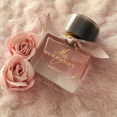 how to make perfume diy Perfume Scents, Fragrance Parfum, Perfume Bottles, Perfume Tray, Chanel Perfume, Best Perfume, My Burberry Perfume, Parfum Chloe, Parfum Victoria's Secret