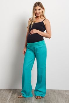 These will be the most comfortable and stylish linen maternity yoga pants you will own in your closet. A simple linen pant with a loose fit and easy mobility for all your daily activities. Style these with your favorite basic top and flats for a complete casual outfit.