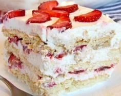 Looking for a quick and easy Spring/Summer dessert recipe? Try out delicious No Bake Strawberry Icebox Cake ! Cookie Desserts, No Bake Desserts, Easy Desserts, Delicious Desserts, Strawberry Icebox Cake, Strawberry Recipes, Biscuits Graham, Mothers Day Desserts, Icebox Cake Recipes