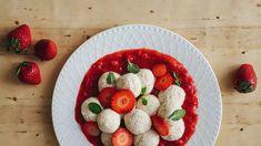 Tvarohové knedlíky s jahodami: bez mouky a bez cukru Raspberry, Strawberry, Paleo, Low Carb, Fruit, Recipes, Food, Essen, Eten