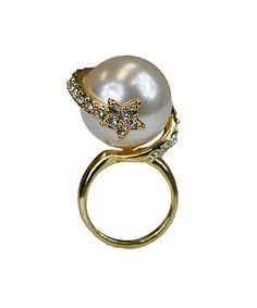 $16.99 marked down from $55! White Pearl Crystal & Gold Ring #star #pearl #ring zulily! #zulilyfinds