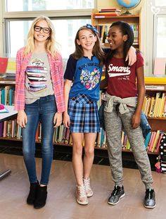 Now trending: smart graphics, front and center! Now trending: smart graphics, front and center! School Girl Outfit, Back To School Outfits, Cute Outfits For Kids, Tween Fashion, Little Girl Fashion, Fashion Outfits, Tween Girls, Cute Girls, Moda Kids