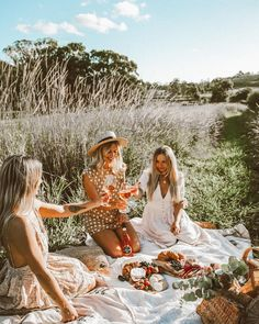 "6,070 curtidas, 109 comentários - Lisa Smith (@lisadanielle__) no Instagram: ""Endless Summer Picnics & Rosé, what more could a girl want @lepetitrose_au #JacobsCreek…"""