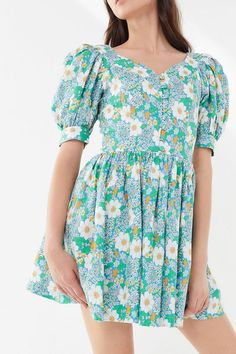 Find the latest trends in women's dresses like matching sets, smocked dresses & vintage dresses. Discover new styles like utility jumpsuits, ruffle midi dresses & denim dresses. Fall Dresses, Dresses For Sale, Cute Dresses, Casual Dresses, Women's Dresses, Frock Fashion, Fashion Outfits, Fast Fashion, Full Skirts