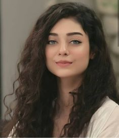 Noor Khan makeup and hair. Pakistani Girl, Pakistani Actress, Most Beautiful Faces, Beautiful Girl Image, Beautiful Women, Brunette Beauty, Hair Beauty, Cute Girl Face, Beauty Around The World